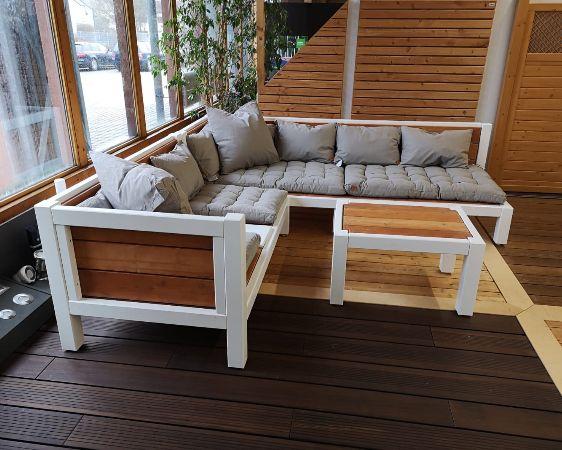 Holzlounge im Gartenmöbel Fachcenter