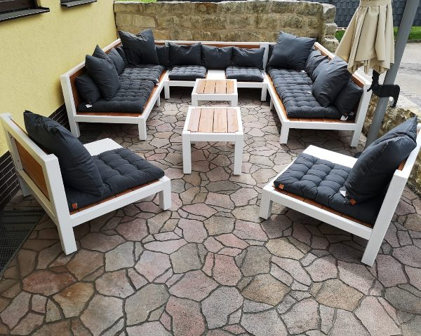 Großes Lounge Set auf Marmor Terrasse